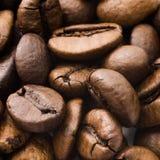 Closeup av brun kaffebakgrund Arkivbilder