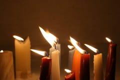 Closeup av burning stearinljus Fotografering för Bildbyråer