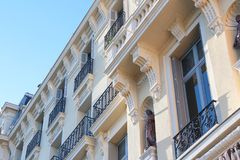 Closeup av byggande för Europa för gammal stil av epoque skönhet arkivfoton