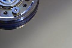 Closeup av datorhårddisken med spindelnavet Royaltyfri Foto