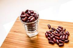 Closeup av de röda bönorna i exponeringsglas Fotografering för Bildbyråer