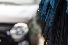 Closeup av den automatiska carwashmaskinen Arkivbilder