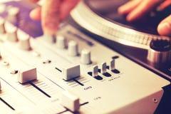Closeup av den blandande kontrollanten för vinylskivtallrik Royaltyfri Foto