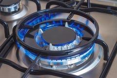 Closeup av den brinnande gasgasbrännaren av ugnen Fotografering för Bildbyråer