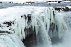 Closeup av den djupfrysta vattenfallet Godafoss, Island Royaltyfri Fotografi