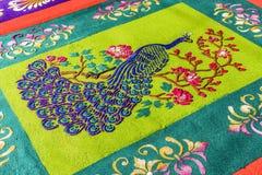 Closeup av den färgade detaljen för matta för sågspånfastlagenprocession, Antigua, Guatemala royaltyfri foto