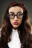 Closeup av den geeky skolflickan Arkivfoto