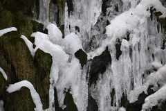 Closeup av den med is vattenfallet i Kassel, Tyskland Fotografering för Bildbyråer