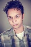 Closeup av den stiliga indiska unga mannen royaltyfria foton