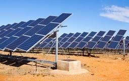 Closeup av det elektriska solpanelsystemet Arkivbilder