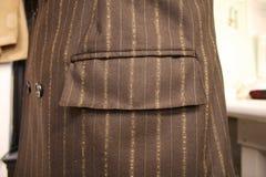 Closeup av det Men's Suitcoat facket Arkivfoto