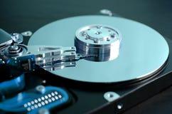 Closeup av en öppen datorhårddisk Royaltyfri Fotografi