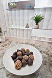 Closeup av en frukt formade små utsmyckade objekt som göras i bambu, vass royaltyfri foto