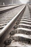 Closeup av en gammal järnväg Arkivfoto