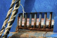 Closeup av ett rostat avsnitt av det anslöt fartyget arkivfoton