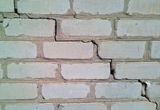 Closeup av ett stycke av den vita tegelstenväggen royaltyfria bilder