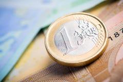 Closeup av eurosedlar och mynt royaltyfria bilder