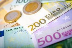 Closeup av eurosedlar och mynt royaltyfri bild