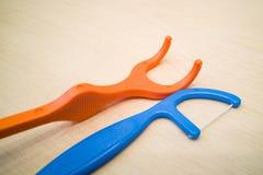 Closeup av flosspinnen för tand- hygien Arkivfoto