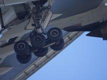 Closeup av flygplanlandning Arkivfoto