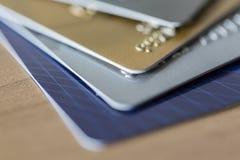 Closeup av fyra kreditkortar Royaltyfri Fotografi