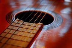 Closeup av gitarrrader för musik Arkivfoton
