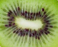 Closeup av grön kiwi Royaltyfri Foto