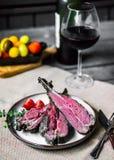 Closeup av grillade lammkotletter Royaltyfri Foto