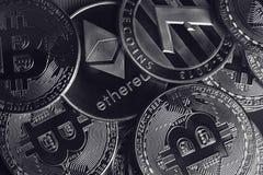 Closeup av guld- cryptocurrencymynt Arkivbild