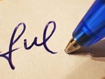 Closeup av handstil med den blåa kulspetspennan royaltyfria bilder