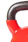 Closeup av handtaget av den röda kettlebellen Fotografering för Bildbyråer