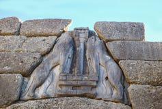 Closeup av huvudlösa lejon på Lion Gate som var den huvudsakliga ingången av bronsålderncitadellen av Mycenae i sydliga Grekland royaltyfria bilder