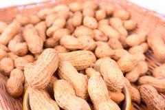 Closeup av jordnötter i korg Royaltyfri Fotografi
