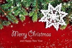 Closeup av julkortbegreppet med trädgarneringar royaltyfri fotografi