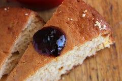 Closeup av kakaskivan med Berry Jam Arkivbild