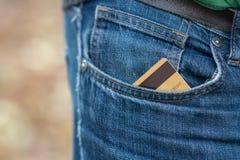 Closeup av kreditkorten i jeansbyxafack Royaltyfria Bilder