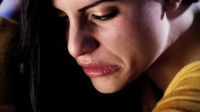 Closeup av kvinnagråt stock video