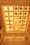 Ljuskrona på taket i ett hotell Royaltyfria Foton
