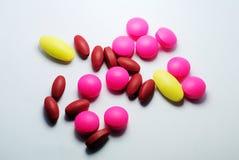 Closeup av medicinska preventivpillerar Arkivbild