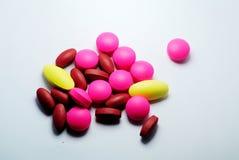 Closeup av medicinska preventivpillerar Royaltyfri Foto