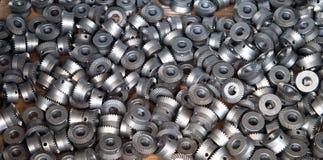 Closeup av många metallkugghjul Arkivfoton