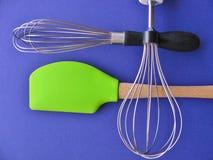 Closeup av nödvändiga kökhjälpmedel för kockar och kockar arkivfoto