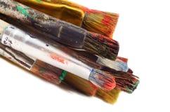 Closeup av olika formatmålarpenslar, konstnärhjälpmedel som isoleras Fotografering för Bildbyråer