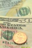 Closeup av oss sedlar och mynt Royaltyfria Bilder