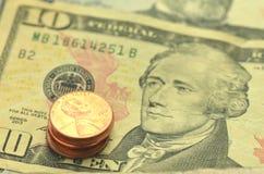 Closeup av oss sedlar och mynt Arkivbilder