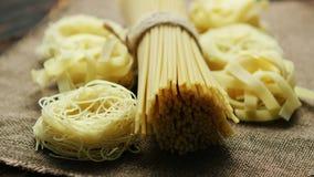 Closeup av pasta och spagetti arkivfilmer