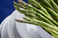 Closeup av rå sparrisspetsar Royaltyfri Foto