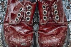 Closeup av röda snörde åt upp kängor för par, HDR Arkivfoton