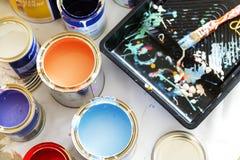 Closeup av renovering för husmålning royaltyfria bilder