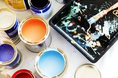Closeup av renovering för husmålning arkivbild